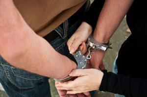 痴漢で現行犯逮捕された!正しい対応方法とは